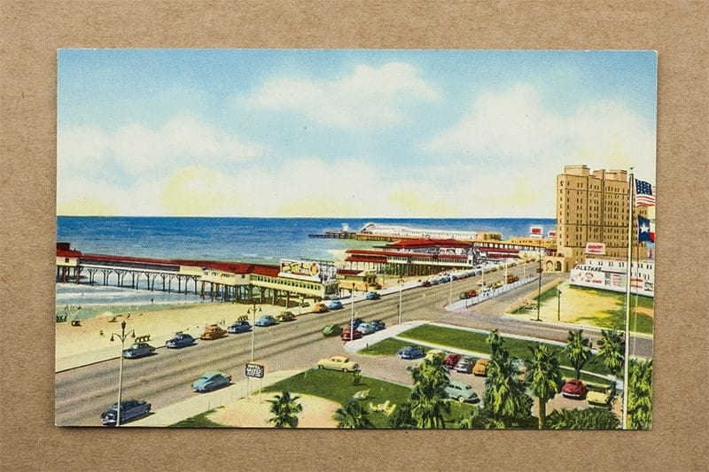 """""""Beach Boulevard and the Gulf of Mexico, Galveston, Texas"""" Postcard (front of card"""