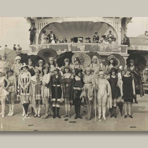 Bathing Girl Revue Canvas Print (right)